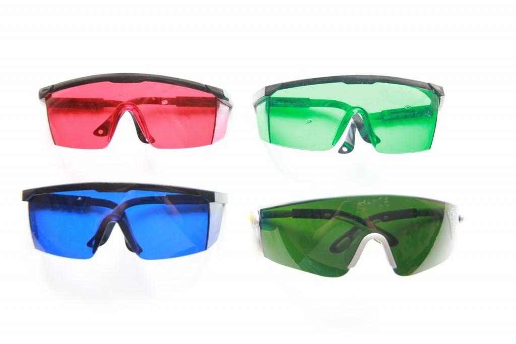 Comparison of 4 types of laser goggles with video